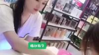 精妆联华国际美妆品牌连锁店这么晚还在给客户做美甲哦~