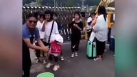 中学老师提水桶校门口给女生卸妆:学生要有学生样!