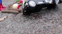 超级英雄运输水果撞到木头挖掘机紧急救援