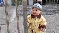 一岁宝宝和妈妈去火车站接爸爸,宝宝看见爸爸啥表情