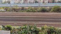 广铁长段的SS8型电力机车牵引K932次列车从广州北站附近通过