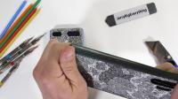 老外暴力测试三星Galaxy Z Flip折叠屏新机