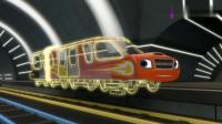 旋风战车队:飚速变成了一辆地铁列车,沿着铁轨向前冲去救阿杰