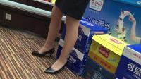售货员穿的高跟船鞋