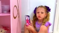 亲子游戏:爸爸藏在小萝莉的床下,假装吓唬小萝莉!