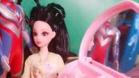 孔雀公主摔伤了腿,迪迦送给她凯蒂猫的化妆盒,孔雀开心极了