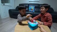 小伶玩具:鲨鱼嘴里钓小鱼!一起来玩惊现的小心鲨鱼吧! 第2集