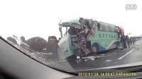 [拍客]沪宁高速两大客车发生离奇车祸