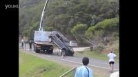 (汽车:)-坑人的轴拽-吊装缆绳突断虐摔可怜小车