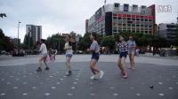 街头惊现美女跳蔬菜广场舞《燃烧吧蔬菜》