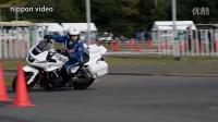 看看日本No1骑警是怎么骑车的。