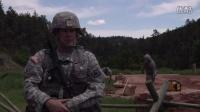 美军士兵修复道路具有强大的工程车辆:JCB HMEE - 山猫装载机