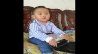 小宝宝迷上了平板电脑(摄像)