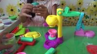亲子游戏 开箱神秘礼物过家家玩具总动员橡皮泥美食切切看健达奇趣蛋1