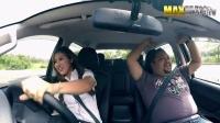 【中文字幕】职业女赛车手乔装成汽车销售员,表演超强漂移吓坏顾客 喵呜字幕组