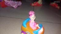 亲子过家家玩具21 芭比娃娃坐宝宝巴士游乐场游玩 芭比玩具甜甜屋 芭比之梦想豪宅 小猪佩奇玩具视频 亲子游戏 开箱神秘礼物 过家家玩具总动员健达奇趣蛋