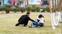 小情侣草地恩爱,小偷趁机偷窃 07