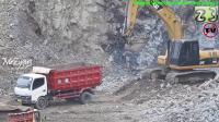 卡特 336D挖掘机在采石场工作