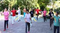 遵化开心广场舞,晨练,太极拳协会会员学打柔力球,一路歌唱。