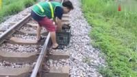 ❤断腿的狗宝宝铁路上被好心人救助❤