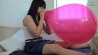吹爆红色大气球