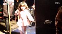 三岁小孩自己编自演舞蹈绝对天才