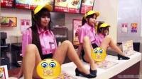 【餐厅服务员M字腿坐在柜台上 这要怎么点菜啊】幽默搞笑视频  吐槽恶搞视频