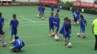 三年級體育《足球運球變向與游戲 》優秀教學視頻