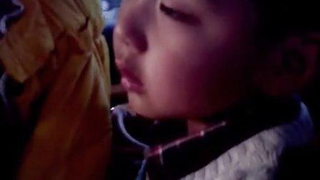 和睡神抗争的娃