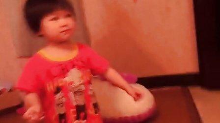 美女妈妈露点和女儿跳舞