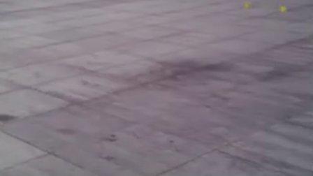 6岁7个月 康辉轮滑平地跳跃 (听到吗 那个轮滑鞋的响声!)(哥不是传说 不要迷恋哥)