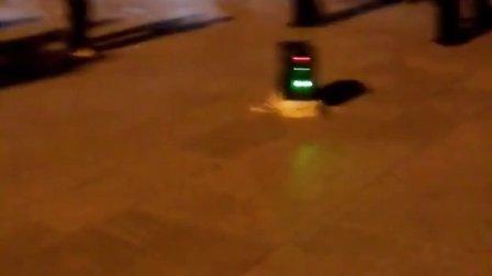 潮州广场,看到一特逗的小孩跳广场舞,太搞笑