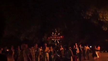 星海公园热舞老头