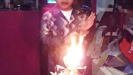 生日蛋糕的蜡烛竟然会
