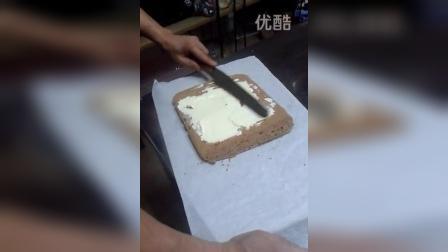 长沙家庭烘焙学习培训之阿甘教您怎么卷戚风蛋糕卷