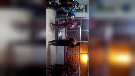 扎西e家,藏族女孩即兴起舞。