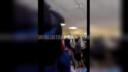搞笑视频:碉堡了!实拍老师是如何制止学生打架的