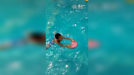 7岁4个月 康辉会游泳了!第4次下水  不错(哥不是传说 不要迷恋哥)