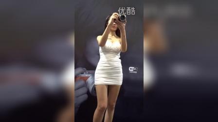 漂亮长腿微笑模特包臀齐B裙大白腿秀新机
