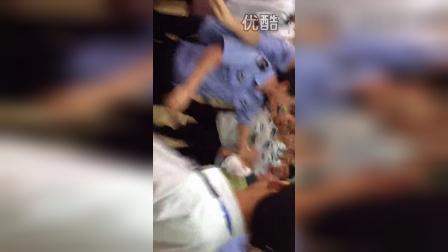 贵州省贵阳清镇市暴力商贩市民 重伤三人!