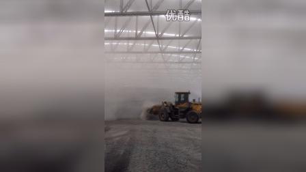 山东临工LG938L装载机-粉尘作业现场视频