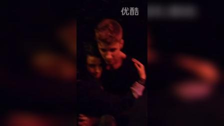 【justin紫】Justin with a fan in Paris, France.