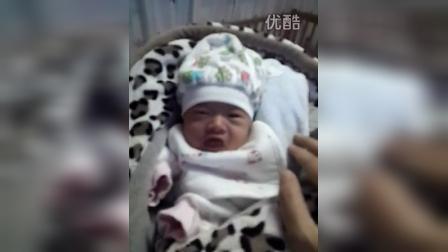 宝宝出生第九天,等待喂奶
