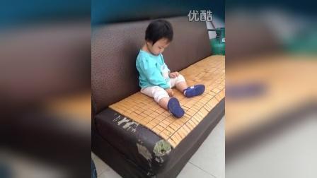 1415368368495一岁的小朋友打磕睡笑尿了