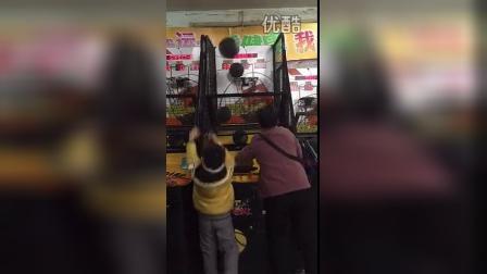 福州阿婆怒刷投篮机纪录