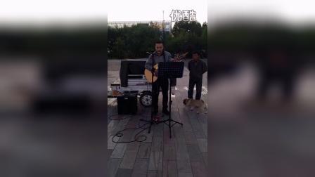 刘思扬广场弹唱
