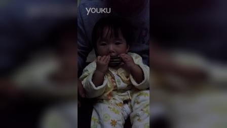 女儿11个月吹响第一个音