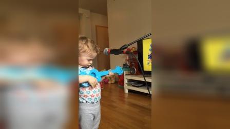 【猴姆独家】3岁小男孩和粑粑共同深情献唱Ed Sheeran冠单Thinking Out Loud