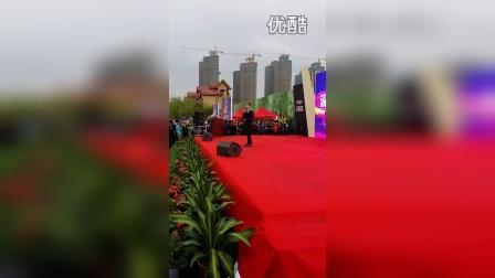 张信哲安阳华强城现场花絮2,提醒哲迷注意安全