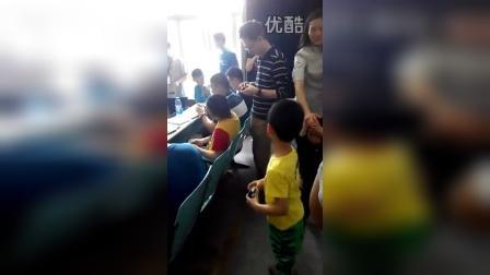 张昊霖在天津WCA魔方比赛现场
